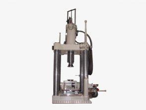 Servohydraulischer Multi-Axial-Kennlinienprüfstand_1