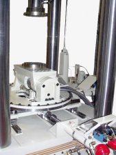 Servohydraulischer Multi-Axial-Kennlinienprüfstand_2