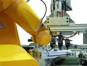 Teilehandling Maschinenbestückung Roboter-2